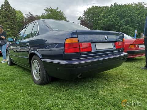 Back of BMW 520i Sedan  Manual, 150ps, 1993 at Sofiero Classic 2019