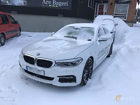 Fram/Sida av BMW 540i xDrive Sedan 3.0 xDrive Steptronic, 340ps, 2017