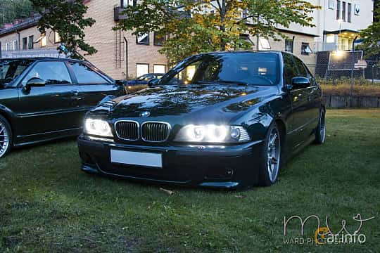 Fram/Sida av BMW M5 Sedan 5.0 V8 Manual, 400ps, 1999