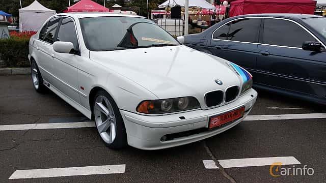 Front/Side  of BMW 530d Sedan  193ps, 2001 at Old Car Land no.2 2018