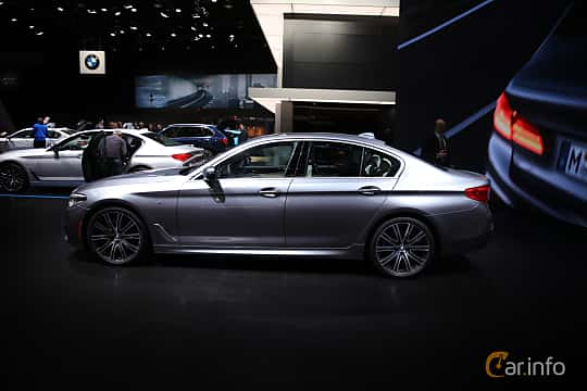 Sida av BMW 540i Sedan 3.0 Steptronic, 340ps, 2017 på North American International Auto Show 2017