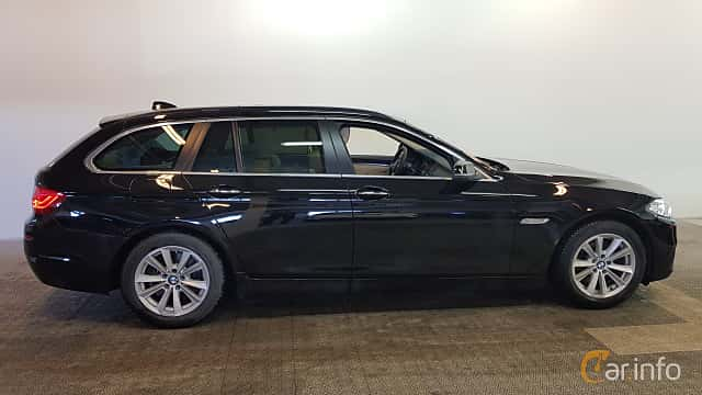 Side  of BMW 520d Touring 2.0 Steptronic, 190ps, 2015