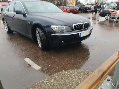 Fram/Sida av BMW 750i  Automatic, 367ps, 2007