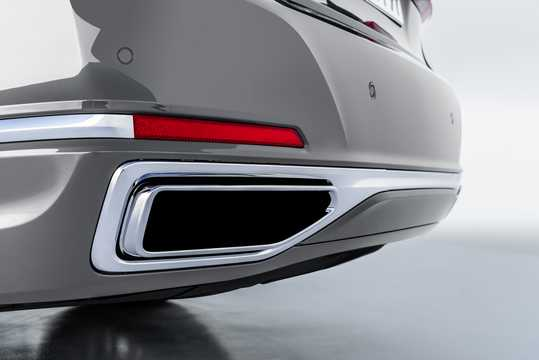 Close-up of BMW 750Li xDrive  Steptronic, 530hp, 2020