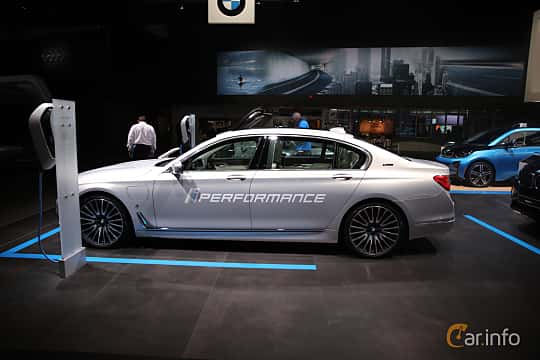Sida av BMW 740Le xDrive 2.0 xDrive Steptronic, 326ps, 2017 på North American International Auto Show 2017