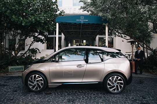 Side  of BMW i3 2016