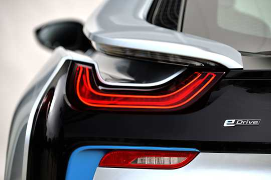 Close-up of BMW i8 1.5 + 7.1 kWh Steptronic, 362hp, 2015