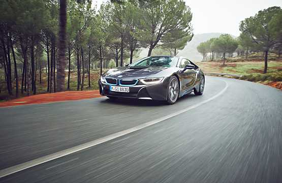 Front/Side  of BMW i8 1.5 + 7.1 kWh Steptronic, 362hp, 2015