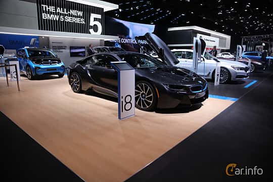 Fram/Sida av BMW i8 1.5 + 7.1 kWh Steptronic, 362ps, 2017 på North American International Auto Show 2017