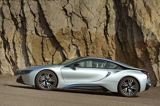 Side  of BMW i8 1.5 + 7.1 kWh Steptronic, 362hp, 2015