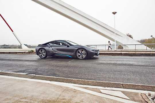 Side  of BMW i8 1.5 + 7.1 kWh Steptronic, 362hp, 2015