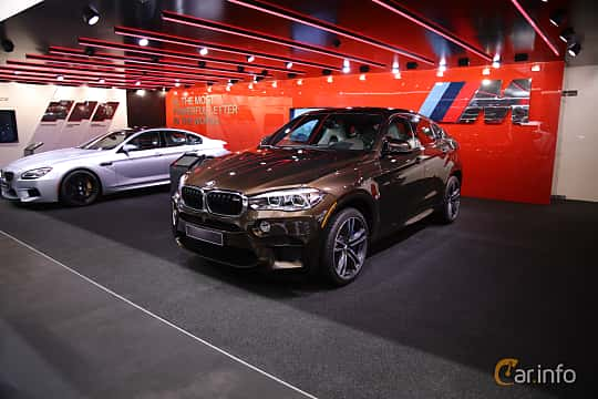 Fram/Sida av BMW X6 M 4.4 xDrive Steptronic, 575ps, 2017 på North American International Auto Show 2017