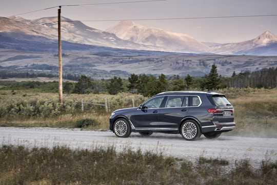 Back/Side of BMW X7 2019