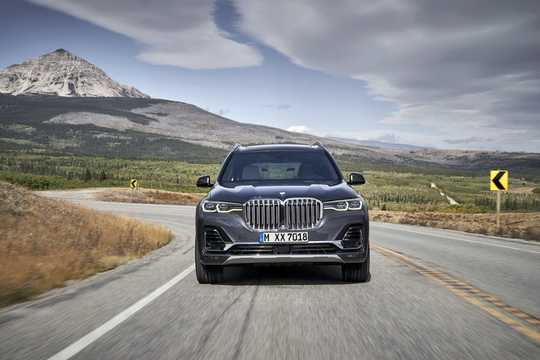 Front  of BMW X7 2019