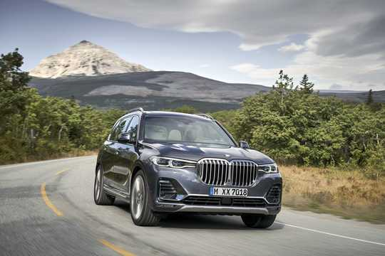 Front/Side  of BMW X7 2019