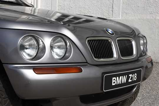 Close-up of BMW Z18 4.4 4WD Manual, 353hp, 1995
