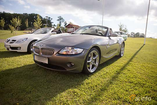 Front/Side  of BMW Z4 Roadster 3.0 Automatic, 231ps, 2005 at Bil & Mc-café vid Tykarpsgrottan v.33 (2017)