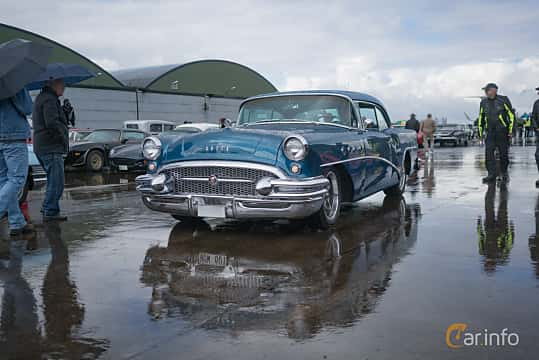 Fram/Sida av Buick Century Riviera 2-Door Hardtop 5.2 V8 Manual, 239ps, 1955 på Fly ´n´ Ride 2017