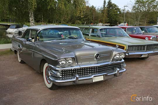 Front/Side  of Buick Century Sedan 6.0 V8 Automatic, 305ps, 1958 at Kungälvs Kulturhistoriska Fordonsvänner  2019 Torsdag vecka 35