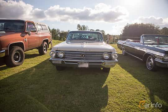 Fram av Buick Electra 2-door Hardtop 6.6 V8 Automatic, 330ps, 1962 på Bil & Mc-café vid Tykarpsgrottan v.33 (2017)