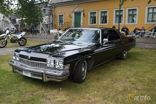 Front/Side  of Buick Electra 225 Custom Hardtop Sedan 7.5 V8 Hydra-Matic, 213ps, 1974 at Onsdagsträffar på Gammlia Umeå 2019 vecka 32