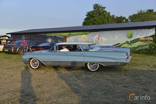 Side of Buick Electra 225 Hardtop 6.6 V8 Automatic, 330ps, 1960