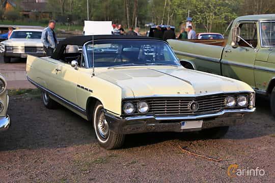 Front/Side  of Buick Electra 225 Convertible 7.0 V8 Automatic, 345ps, 1964 at Kungälvs Kulturhistoriska Fordonsvänner  2018 v.35