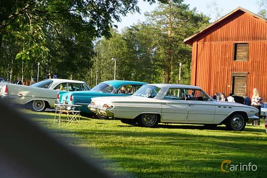 Side  of Buick Invicta 4-door Hardtop 6.6 V8 Automatic, 330ps, 1961 at Onsdagsträffar på Gammlia Umeå 2019 vecka 28