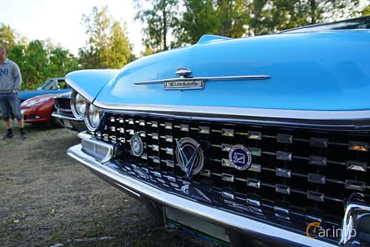 Close-up of Buick Le Sabre 2-door Hardtop 6.0 V8 Automatic, 305ps, 1959 at Onsdagsträffar på Gammlia v.33 / 2018