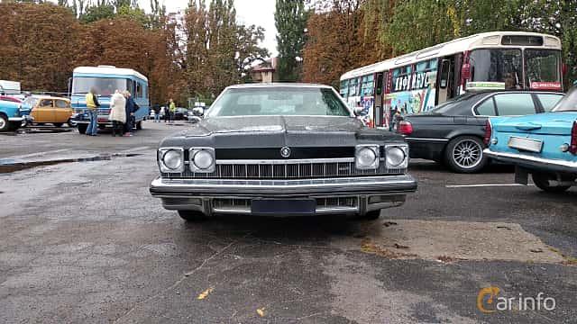 Front  of Buick LeSabre Hardtop Sedan 1974 at Old Car Land no.2 2018