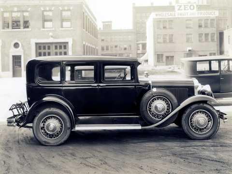 Side  of Buick Model 47 4-door Sedan 4.2 Manual, 82hp, 1930