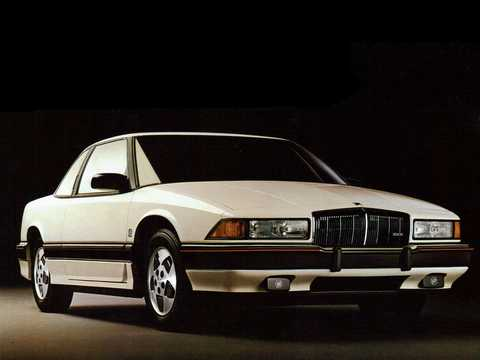 Front/Side  of Buick Regal Coupé 2.8 V6 MFI Hydra-Matic, 127hp, 1988