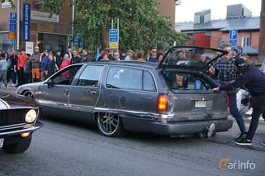 Back/Side of Buick Roadmaster Estate Wagon 5.7 V8 Hydra-Matic, 183ps, 1992 at Umeå Wheels Nations Norr 2019