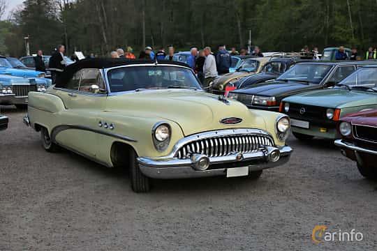 Front/Side  of Buick Super Convertible 5.3 V8 Automatic, 172ps, 1953 at Kungälvs Kulturhistoriska Fordonsvänner  2018 v.35