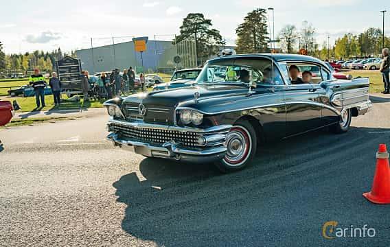 Front/Side  of Buick Super 4-door Riviera 6.0 V8 Automatic, 305ps, 1958 at Wheelers Cruising, Vetlanda 2019