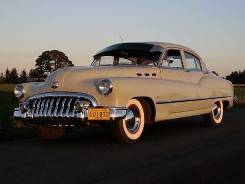 Front/Side  of Buick Super Tourback Sedan 4.3 Automatic, 130hp, 1950