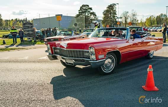 Front/Side  of Cadillac De Ville Convertible 7.0 V8 OHV Hydra-Matic, 345ps, 1967 at Wheelers Cruising, Vetlanda 2019