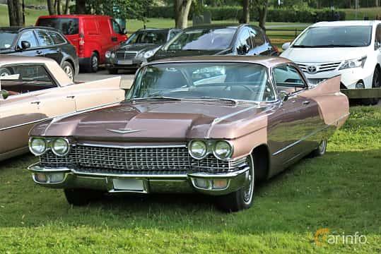 Front/Side  of Cadillac Coupé de Ville 6.4 V8 OHV Hydra-Matic, 330ps, 1960 at Kungälvs Kulturhistoriska Fordonsvänner  2019 Torsdag vecka 31