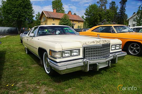 Front/Side  of Cadillac Coupé de Ville 8.2 V8 OHV Hydra-Matic, 193ps, 1976 at Motorträff på Olofsfors Bruk 2019