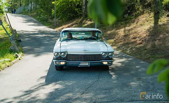 Front  of Cadillac Coupé de Ville 6.4 V8 OHV Hydra-Matic, 330ps, 1960 at Stockholm Vintage & Sports Car meet 2019