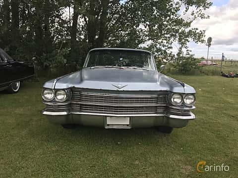 Fram av Cadillac Sedan de Ville 6-window 6.4 V8 OHV Hydra-Matic, 330ps, 1963 på Bjuvsburnouten 2017