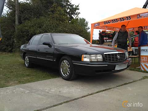 Front/Side  of Cadillac De Ville Concours 4.6 V8 Automatic, 305ps, 1998 at Old Car Land no.2 2017