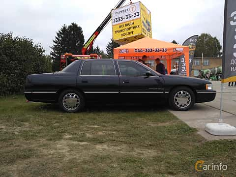 Side  of Cadillac De Ville Concours 4.6 V8 Automatic, 305ps, 1998 at Old Car Land no.2 2017