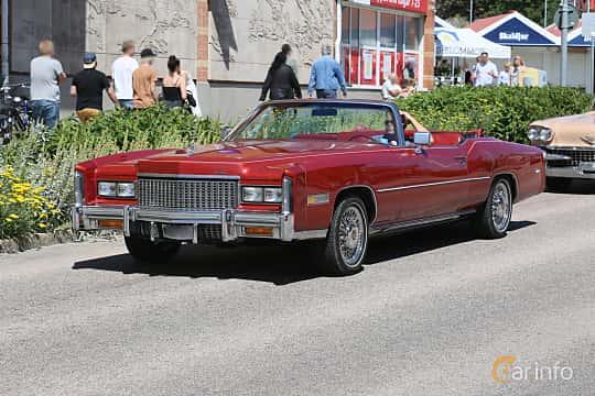 Fram/Sida av Cadillac Eldorado Convertible 8.2 V8 OHV Hydra-Matic, 218ps, 1976 på Cruising Lysekil 2019
