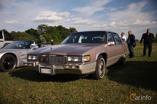 Fram/Sida av Cadillac Fleetwood Sedan 4.5 V8 Automatic, 182ps, 1990 på Tisdagsträffarna Vikingatider v.21 / 2018