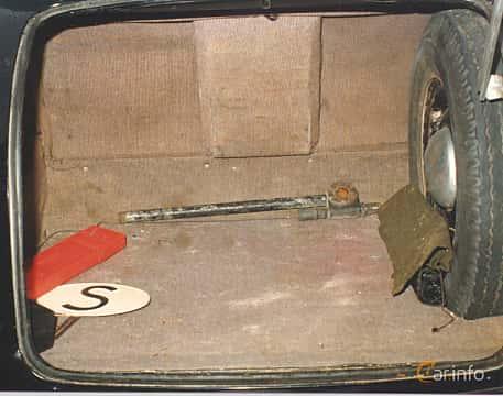 Interior of Cadillac Fleetwood Seventy-Five Sedan 5.7 V8 Hydra-Matic, 152ps, 1948