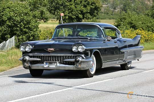 Fram/Sida av Cadillac Fleetwood Sixty Special 6.0 V8 Hydra-Matic, 314ps, 1958