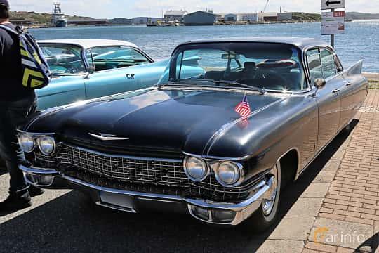 Fram/Sida av Cadillac Fleetwood Sixty Special 6.4 V8 OHV Hydra-Matic, 330ps, 1960 på Cruising Lysekil 2019