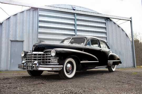 Front/Side  of Cadillac Fleetwood Sixty Special 5.7 V8 Hydra-Matic, 152hp, 1947