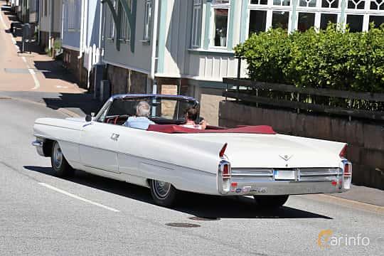 Bak/Sida av Cadillac Sixty-Two Convertible 6.4 V8 OHV Hydra-Matic, 330ps, 1963 på Cruising Lysekil 2019